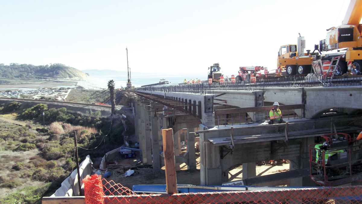 Construction on the North Torrey Pines Road Bridge